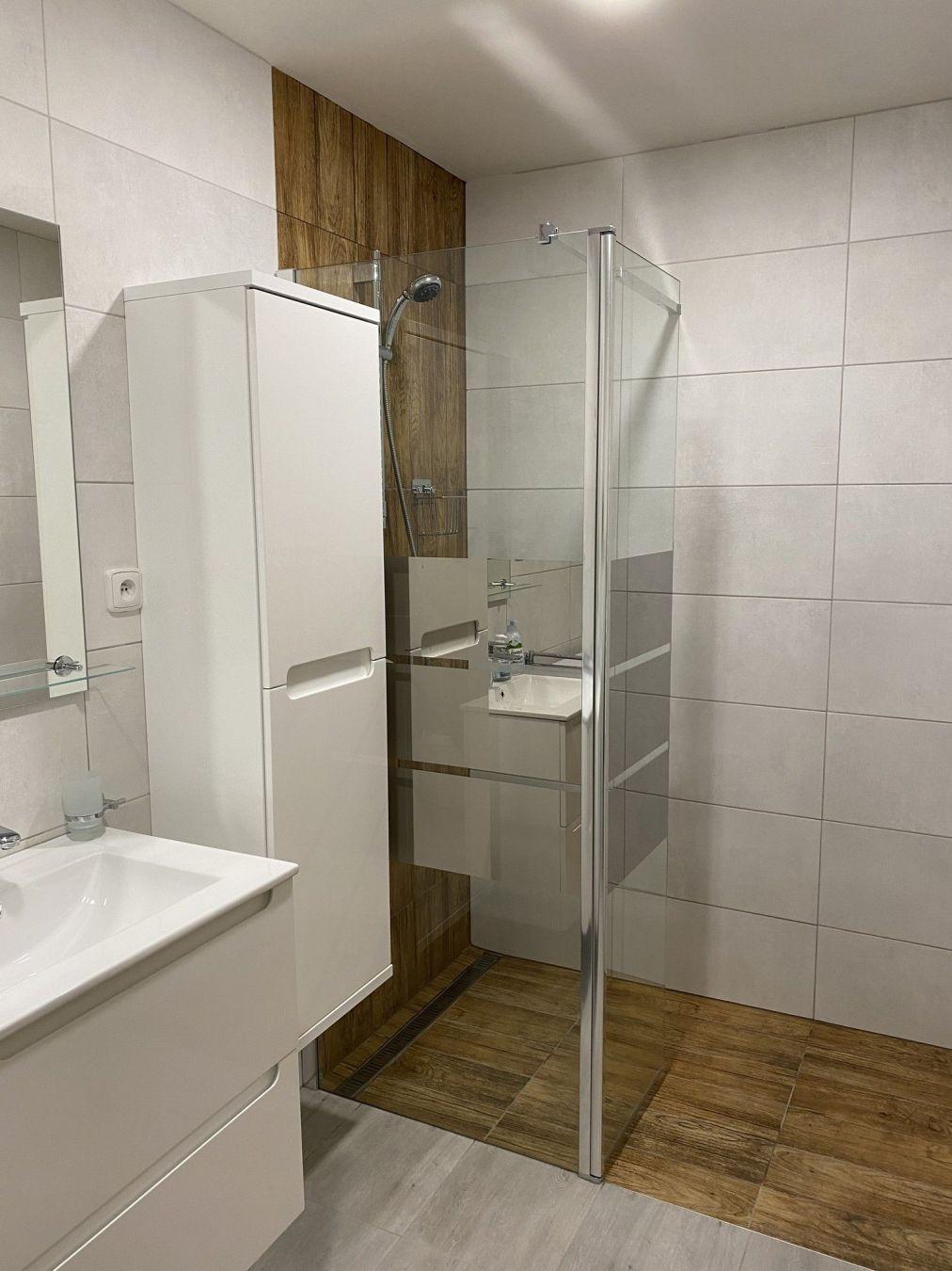 Moderně zařízená koupelna